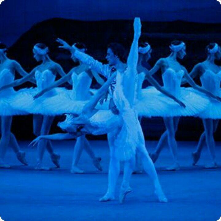 disini kita bisa menikmati indahnya kisah SWAN LAKE dalam penampilan balet dari Rusia #SGTravelBuddy