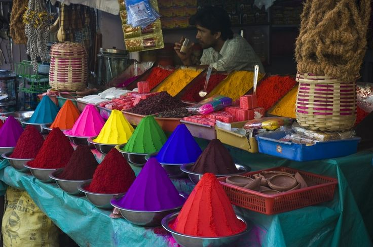 A snapshot of the local market in Mysore during Holi  #ColourfulHorizons