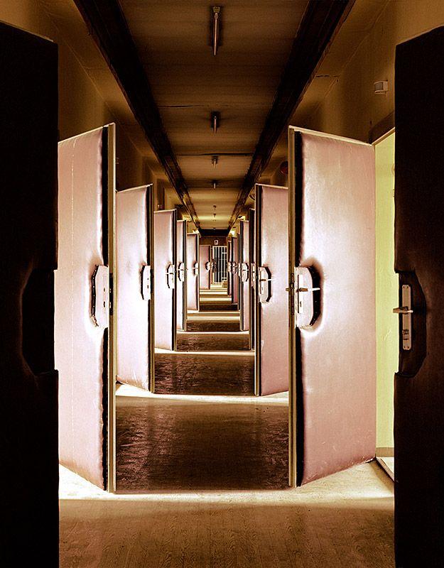 Stasi - Secret Rooms, Hohenschönhausen investigation prison: interrogation floor(Daniel & Geo Fuchs)