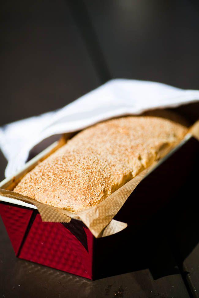 Frukostfrallorna går utmärkt att göra som formfranska! Bullarna blir lite luftigare än brödet men det blir ett perfekt bröd för rosten! 24 skivor (á 132 kcal, 4 gram protein, 2 gram kolhydrater, 12 gram fett) 4 dl mandelmjöl 4 dl po