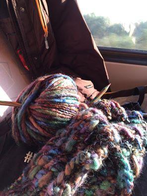 Maar ook in de trein word er doorgewerkt! #breien