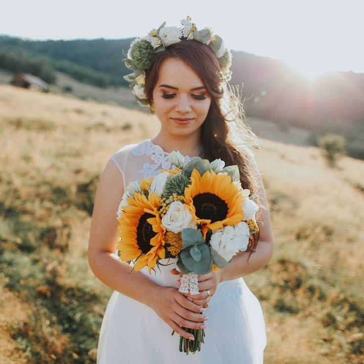 Her floral crown and bouquet are perfection!