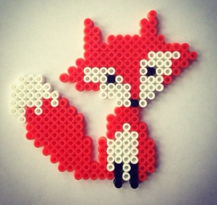 es un bonito zorro de hama beads