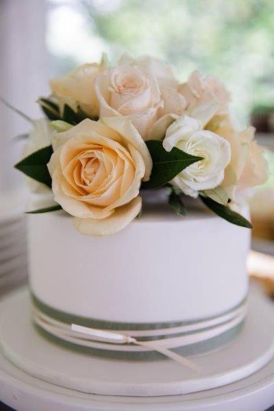 Wedding cupcakes + cutting cake by www.breezyscakes.com.au