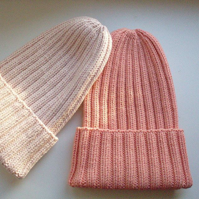 WEBSTA @ fluffythings_knit - Наконец после вто высохли шапочки, которые я связала в выходные. Цвета наивкуснейшие - нежно-розовой и лососевый Свободны! Подойдут на объем головы 54-58 ...#knit #knitstagram #knitforkids #knitting #instaknit #vscoknit #best_knitters #i_loveknitting #seam #явяжу #вязаниеназаказ #вязаниеспицами #вяжудетям #люблювязать #сделаноруками #вязанаяшапка #шапка #вяжутнетолькобабушки #шапкаспицами #шапкатыковка #рязань #москва #осень