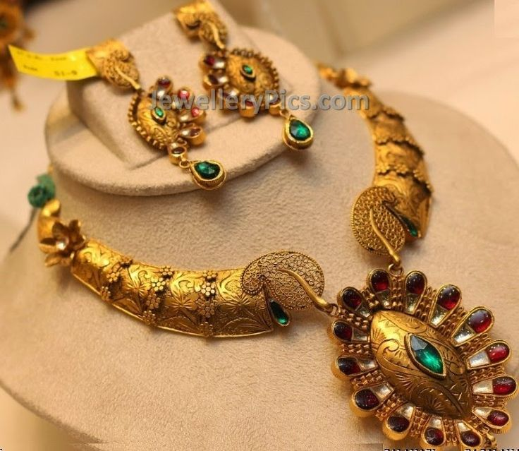 Antique gold and kundan necklace and earrings - Latest Jewellery Designs