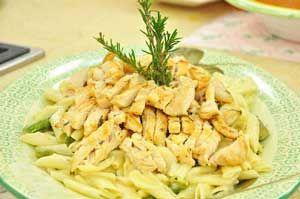 Zerdeçallı Tavuklu Makarna Tarifi - Resimli Kolay Yemek Tarifleri