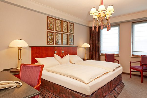 Blick in eines der Hotelzimmer / View into one of the hotel rooms   H4 Hotel Hannover Messe
