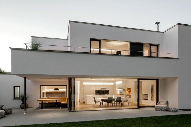 Lichtdurchflutetes Wohnhaus mit offener Raumgestal…