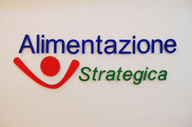 Il nostro #logo è costruito per mettere in evidenza il senso della nostra missione: rendere l' #alimentazione  #strategica facendone un'alleata