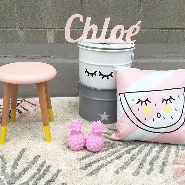 Decoración infantil original en tonos rosas: cojines, alfombras lavables, luces quitamiedos, nombres personalizados... - Minimoi