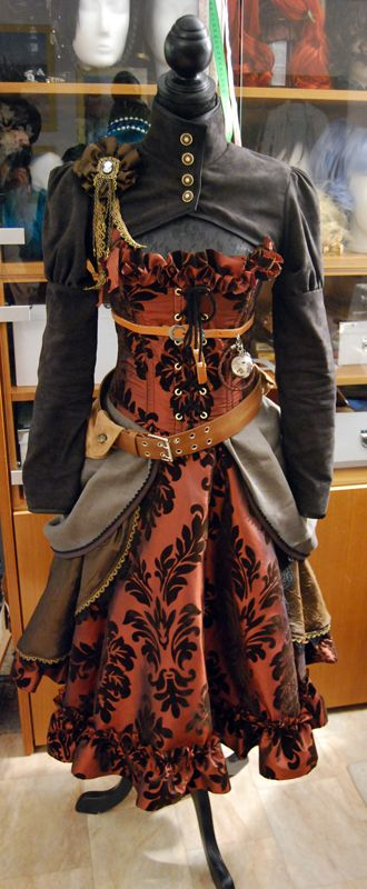 Nicely put together steampunk outfit.