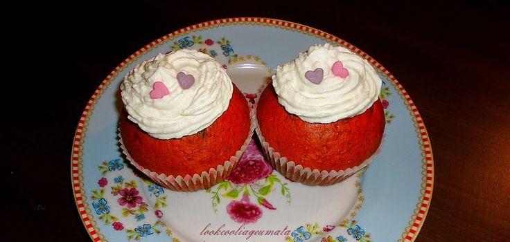 Lookcool...λεια γεύματα! : My funny Valentine cupcakes με παντζάρι, χωρίς χρώματα ζαχαροπλαστικής, με λιγότερη ζάχαρη και λιγότερα λιπαρά.