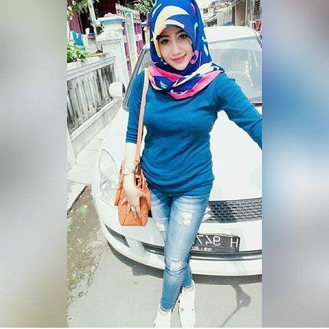 Repost from @ignez_acropoliz --- #wanitaberhijab #hijabcommunity #instahijab #hijabhits #selfiehijab #berhijab #hijabstyle #cewekmanis #hijabdaily #hijabmodis #hijabersindonesia #hijabstreet #hijaberkece #hijabkekinian #hijaberscantik #hijabermodern #hijabergaul #hijabermanis 