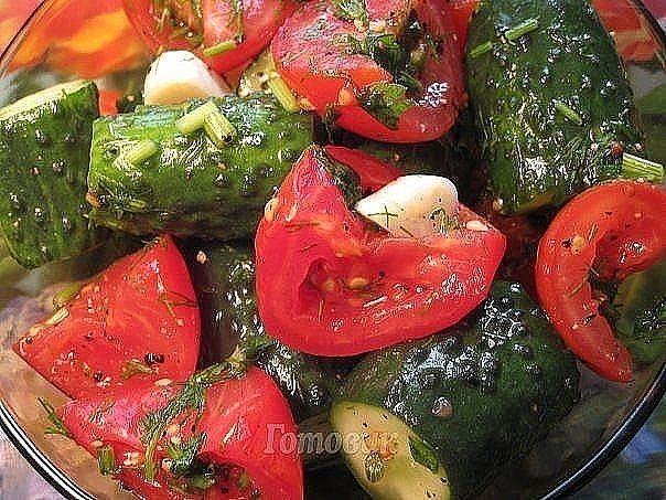 Малосольные помидоры-огурцы
