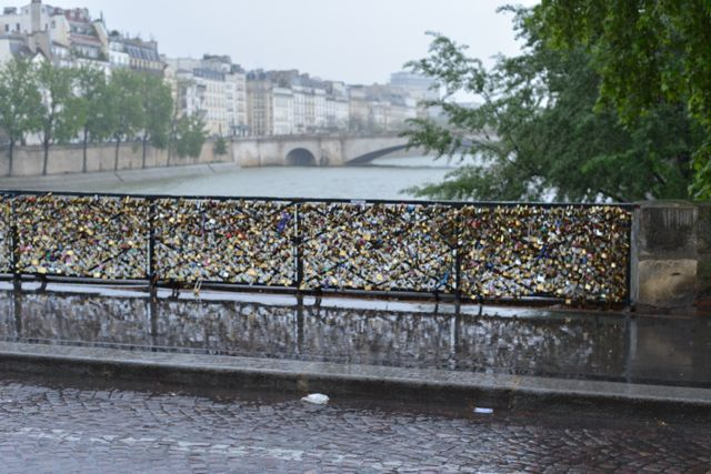 17 best images about love locks on pinterest a love the for Locks on the bridge in paris