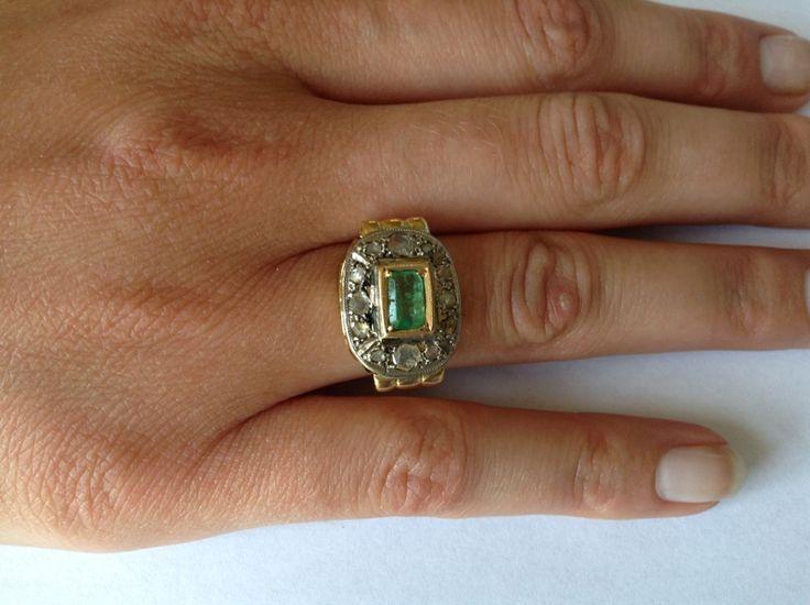 Gouden ring met smaragd en diamanten