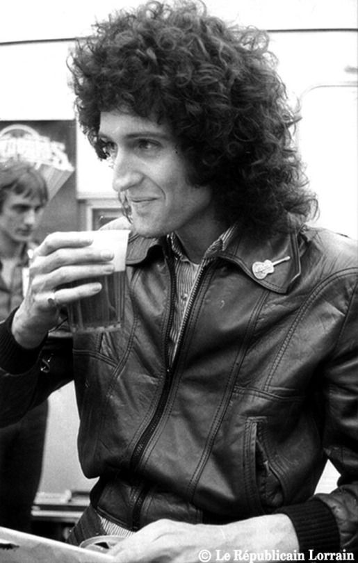 Brian May backstage at L'Open Air Festival de Sarrebruck, 1979. Photo © Philippe Riedinger.