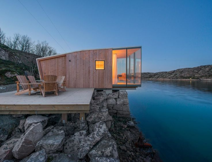 The cabins are made up of two layers of cross laminated timber (CLT). The exterior layer is made of Larch wood while the inner structural core and interior surfaces are made of pine. The huts are wrapped from the roof to the rear with aluminum for an extra layer of protection against the salty water and air.