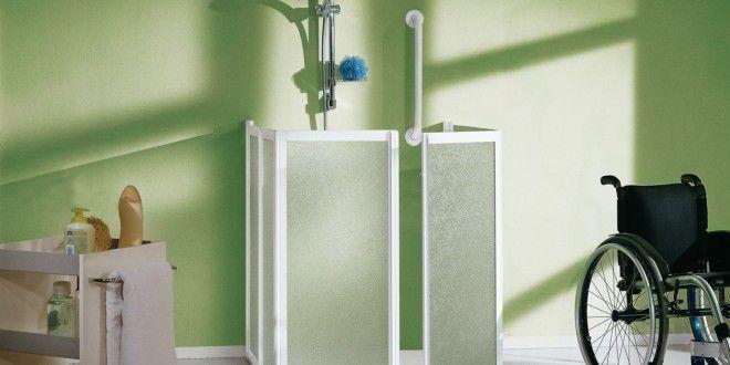 Prysznicw łazience dla niepełnosprawnych