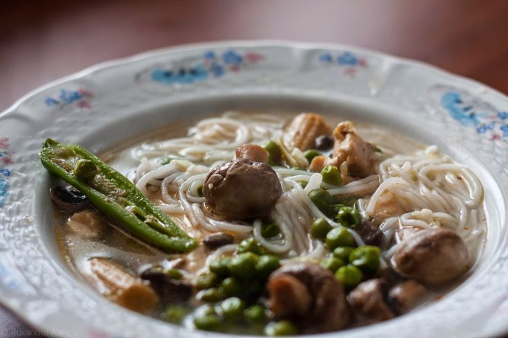 La Ruxandrel: Supa de pui si legume aromata