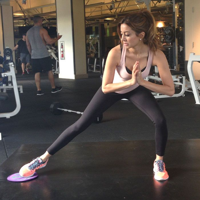 Build strength in all the right places and improve your posture with the actress Noureen DeWulf's Olympic-inspired workout from husband Ryan Miller.