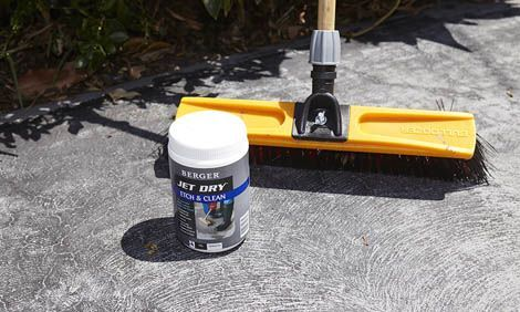 Learn how to paint a concrete driveway with Bunnings