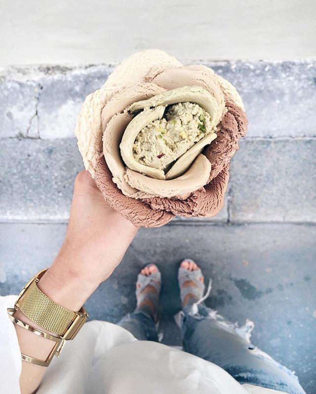 Today it all about  f l o w e r s, even when it comes to ice cream.  #mothersday #icecream #gelato #amorino #ohhparis