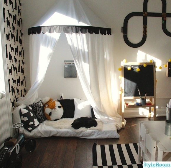 Kids room... Would do a different Theme but I love the low bed with the canopy