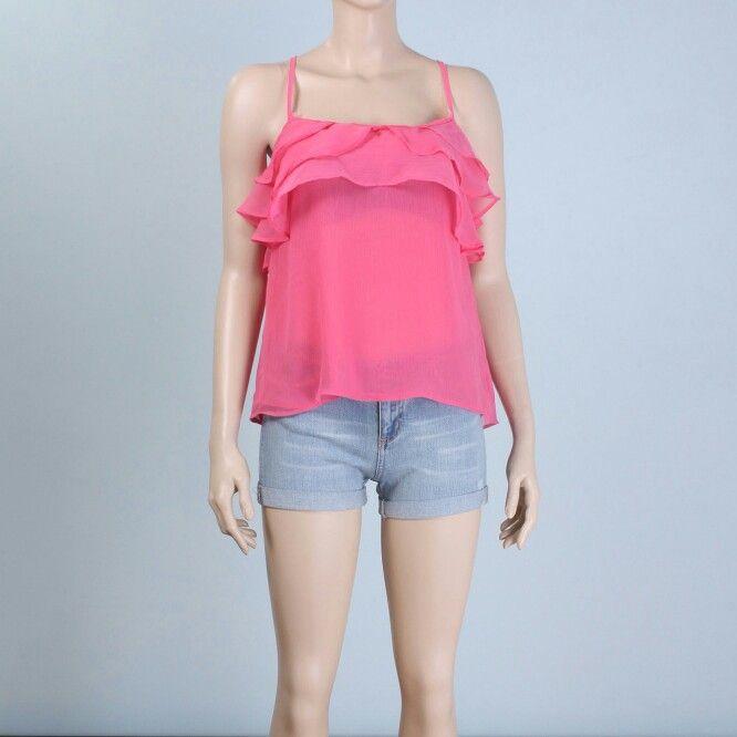 Yakası volanlı, askılı bluz https://modasmile.com/bluz-gomlek/184-yakasi-volanli-bluz.html  hashtag#bluz #sifonbluz #giyim #bayangiyim #bayan #bayangiyim #kadın #kadıngiyim #alışveriş #moda #trendTürübluzMankenin ÖlçüleriBoy:179cm. Göğüs:85cm. Bel:65cm. Kalça:94cm.Modelde kullanılan bedenSKumaş Karışımı%100 PolyesterKumaş türüŞifon kumaşYaka şekliVolan yaka, askılıi, ip askılıKol şeklikolsuz / sıfır kolEtek kısmıarkası uzun önü kısa etek yapısı