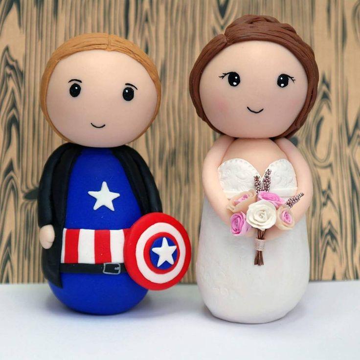 Egyedi tortadísz az esküvődre :) Neked való ha szereted az egyedi dolgokat :) #esküvő #wedding #geekesküvő #tortadisz #menyasszony #vőlegény #eskuvo #geek #amerika #amerikkka #amerikakapitany #tematikuseskuvo #tematikus #kézzelkészült #személyreszabott #egyedi #torta #csokor
