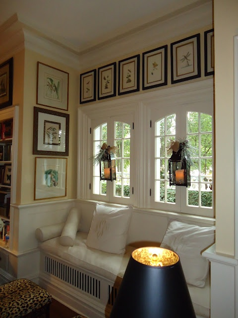 love the built in bench & detail in the pictures hung to frame it...very nice. Love the windows looking out