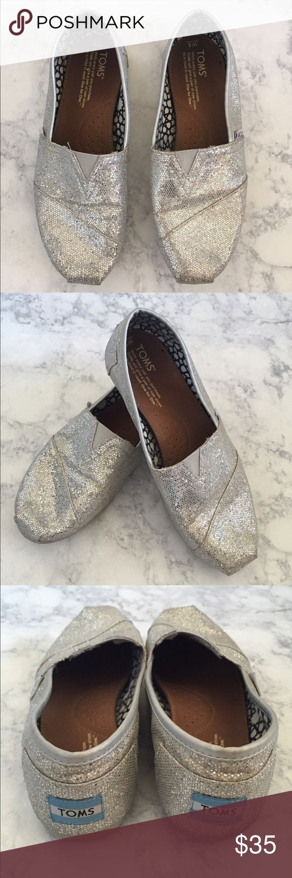 [TOMS] sequin silver flats sz8 [TOMS] women's sequin silver flats sz8 •🆕listing •good pre-owned condition •silver sequin design •all sequins appear in place •subtle color darkening to right heel and subtle wear of rubber soles •offers welcomed using the offer feature or bundle for the best discount••• TOMS Shoes Flats & Loafers
