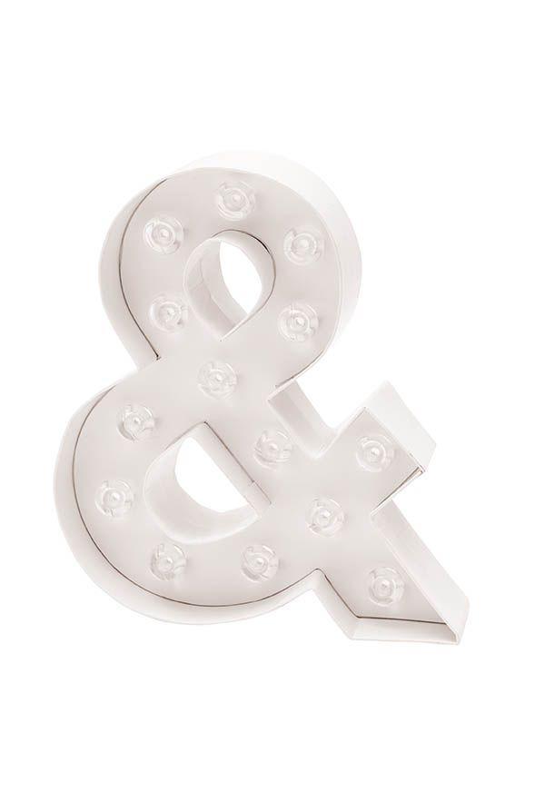 Unsere LED Buchstaben von Rico Design sind nicht nur ein echter Hingucker, sie funktionieren auch ohne KabelKönnen freistehenBenötigen Batterie ( 2xAA) oder Netzteil mit Adapterkönnen auch mit anderen Buchstaben einen Schriftzug bilden um ganze Wörter aufzustellen (z.B. MR