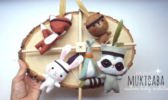FORÊT bébé MOBILE, pépinière de Peter Pan, crèche Tribal indien Mobile, lit bébé Mobile, raton laveur, renard, ours, lapin
