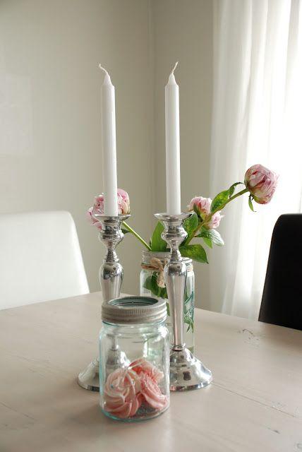 Liker du peoner - eller har du kanskje noen andre favoritter? Blomster skaper en hyggelig stemning og glir rett inn i interiøret. Hvis du tenker nøye gjennom fargene har du ganske mange å velge mellom. (Av Tinas Pyssel)