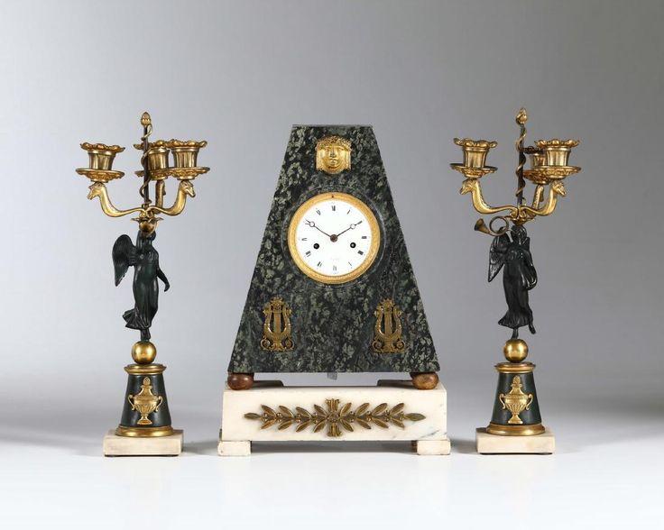 Lot: Trittico composto da pendola da tavolo con cassa in, Lot Number: 0053, Starting Bid: €1,000, Auctioneer: Cambi Casa D'Aste, Auction: From the Collection of a Maitre-Horloger, Date: May 16th, 2017 CEST
