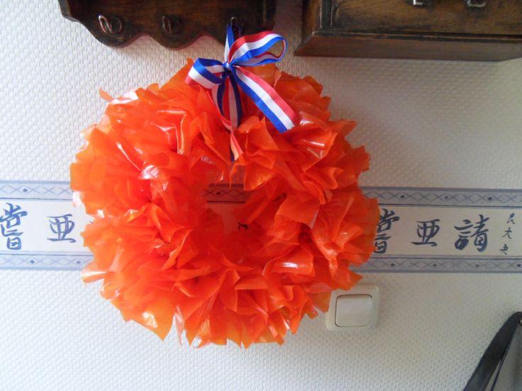 Dutch plastic bag wreath --deurkrans gemaakt van oranje plastiek  tassen