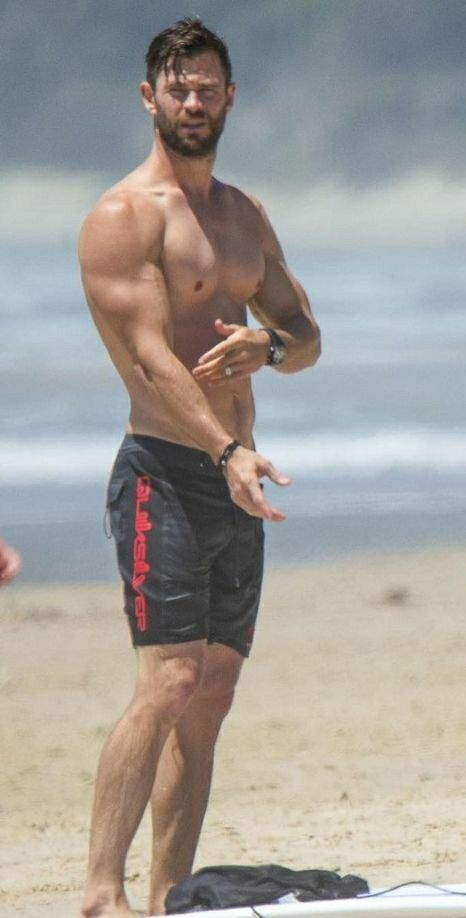 Chris Hemsworth Sexy (5 Photos) - The Male Fappening