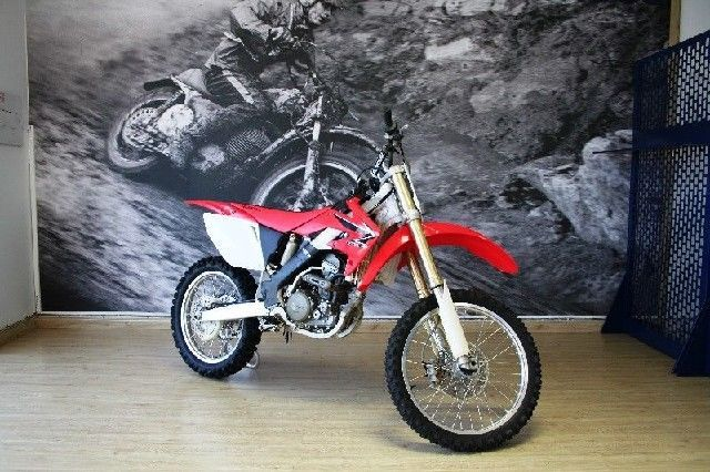HONDA CRF 250 R FOR ONLY R 35,000 FOR MORE INFO GO TO www.teamcit.co.za OR CALL 0123428571