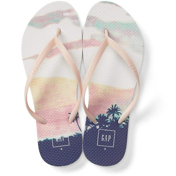 Gap Women Print Flip Flops (405 RSD) ❤ liked on Polyvore featuring shoes, sandals, flip flops, thin-strap sandals, patterned shoes, gap shoes, print shoes and gap sandals