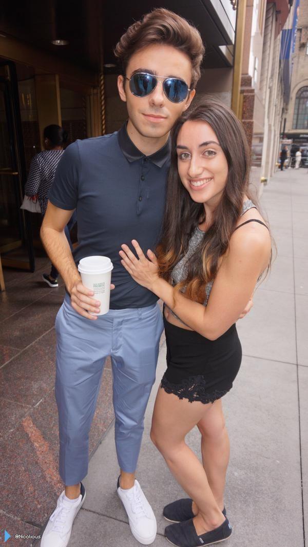 Nathan com fã (@Nicolious) no em Nova York, nos Estados Unidos. (21 jul.)