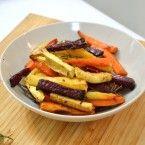 """מתכון לירקות צלויים בתנור בתיבול עדין   מצרכים:  2 גזרים בינוניים  1 בטטה קטנה  1 תפו""""א"""