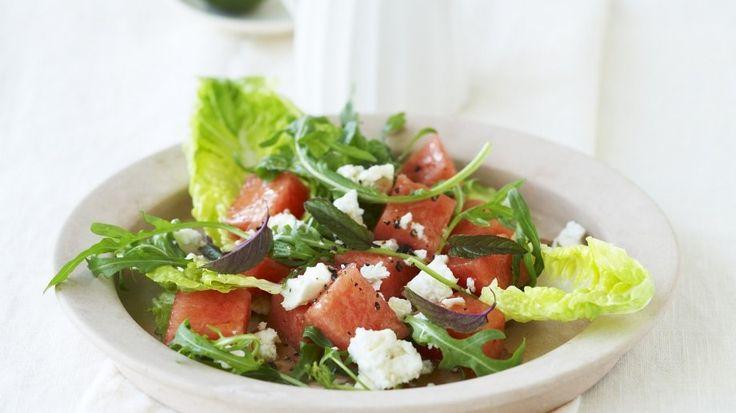 Salat mit Wassermelone und Schafskäse
