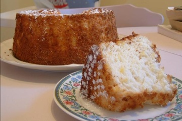 Angel Food Cake can be made with the angel food cake mix and 20 oz. of crushed pineapple or a can of lite cherry pie filling or pumpkin and nothing else. Put in ungreased pan or muffin pans and bake according to the box. Great treat and low calorie and low sugar. Yum.