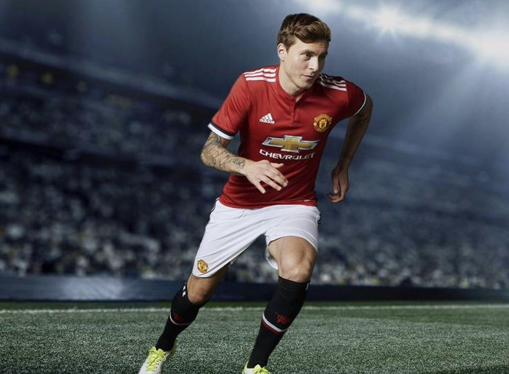 Victor Lindelof in the new Manchester United 17/18 home kit
