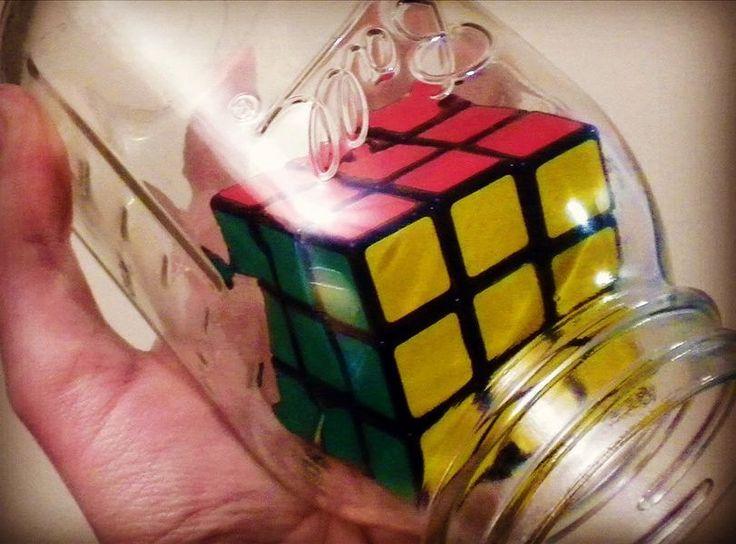 Siempre quise hacer este truco con un cubo de #rubik y encima con un 10% de descuento..Esto es Perfecto!  Aquí   https:// www.maskecubos.com _ Este mes 10% de descuento en todos nuestros cubos y hasta 2 regalos  en nuestra tienda _ Nos gustan  #shengshou #cuborubik #Rubik #puzzle #speedcube #rubikscubes #cubosmagicos #magiccubes #magic #toy #juguete #toy #juguetes #moyu #qiyi #speedcubing #speedcuber #cuber #rubikscube #rubikscube #cuboderubik #dayan #photooftheday