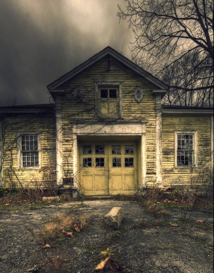 Haunting homes: Ohio's abandoned country houses – in pictures, in The Guardian,