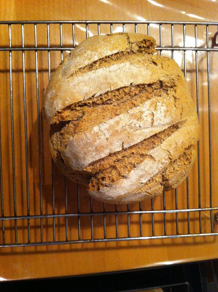 Volkoren tarwe en roggebloem half om half, gerezen in rijsmandje. 7/3/2015