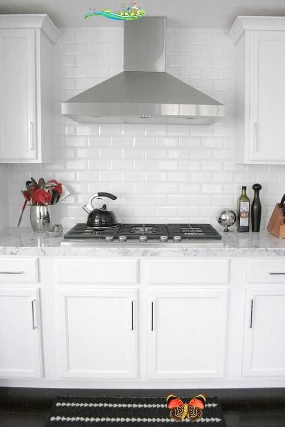 Small Shop Erika Brechtel White Kitchen Carrera Marble Subway Tile Backsplash Stainless Hood Br 2020